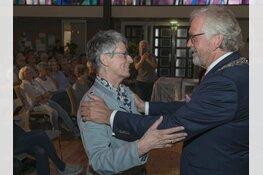 Mevrouw Vink onderscheiden met ere-insigne in goud