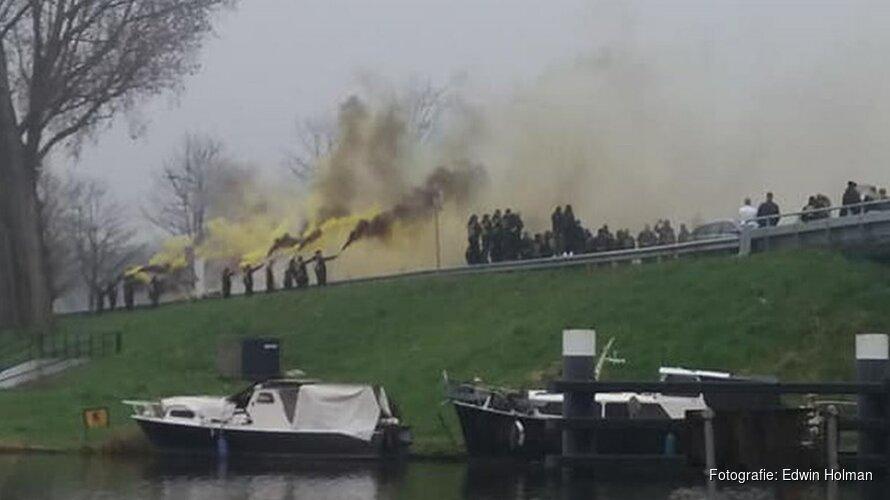 Satudarah-leden herdenken verongelukte motorrijder op Broekhornerbrug