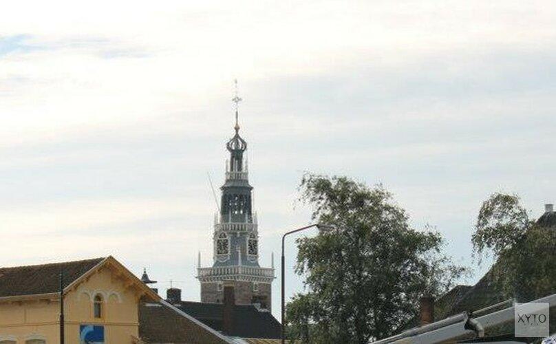 Alkmaarse Waagtoren weer getooid met opgepoetste haan