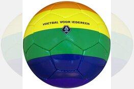 Regenboogballen voor Alkmaarse voetbalclubs