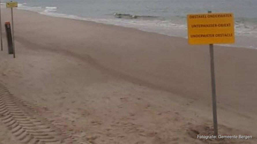 Gemeente waarschuwt voor 'mysterieuze' betonblokken in zee