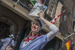 Jubilerende Grachtenrondvaart Alkmaar opent kaasmarkt