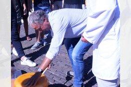 Opening kaasmarkt door John van den Oord van MEE & de Wering