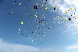 Kust ligt bezaaid met ballonnen