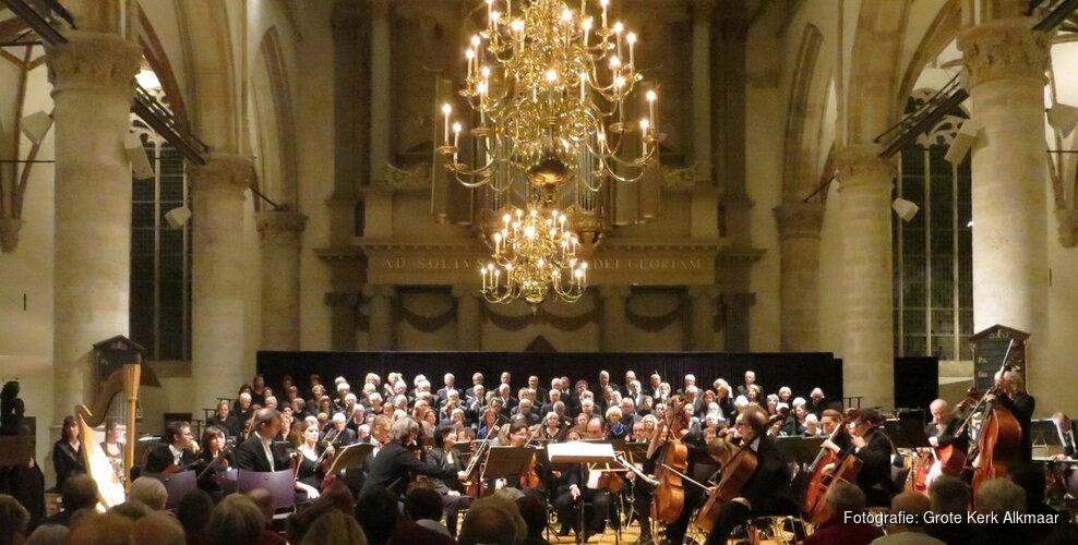 Alkmaarse Oratarium Vereniging maakt reis door de tijd in Grote Kerk Alkmaar
