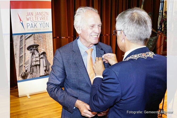 Fré Harmsen ontvangt ere-insigne in goud van de gemeente Alkmaar