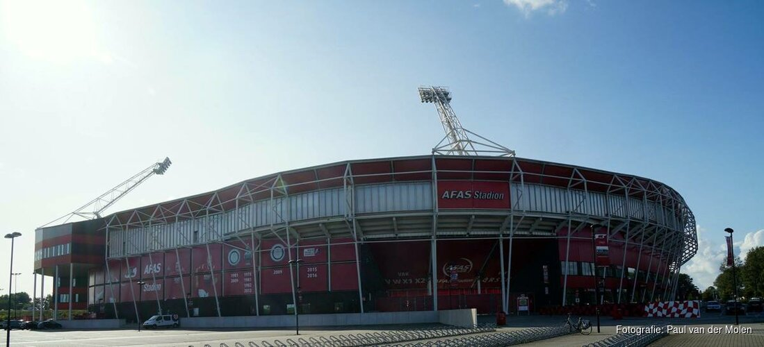 AZ-Feyenoord gaat zondag door
