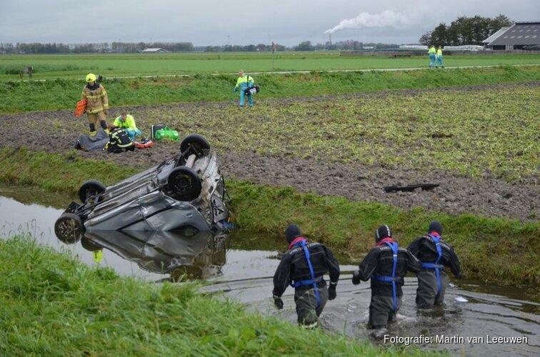 Twee auto's te water bij ongeval Oterleek