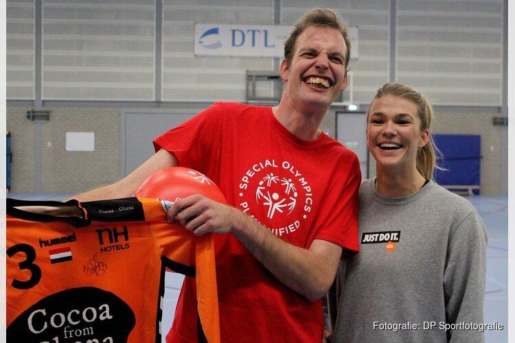 Milan van der Giessen daagt Tess Wester uit, en wint!