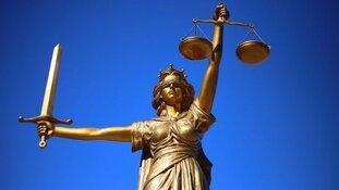 Celstraf en beroepsverbod geëist tegen advocaat die mogelijk documenten vervalste