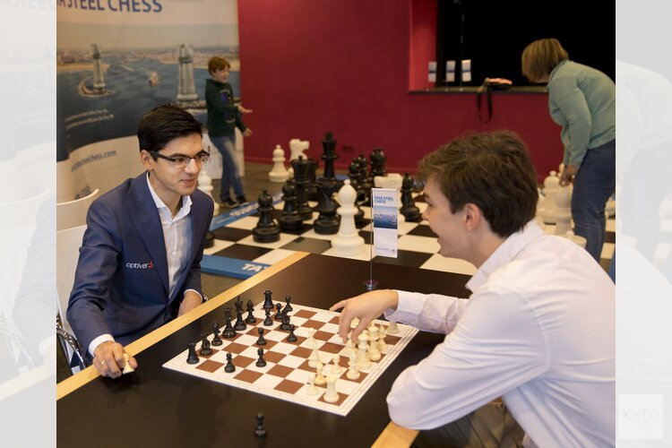 Grootmeesters Anish Giri en Jorden van Foreest  in Alkmaar voor meet and greet Tata Steel Chess Tournament