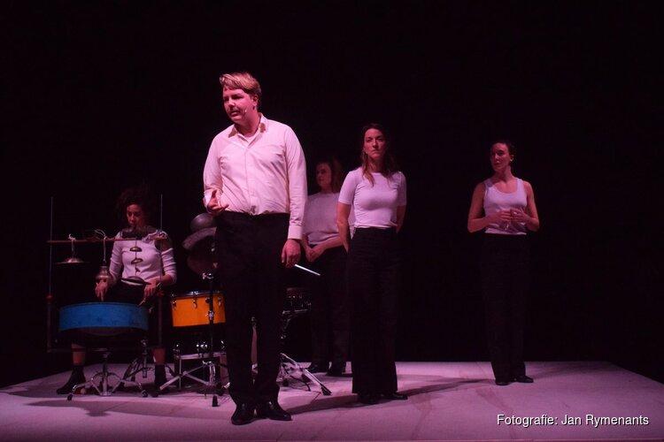 Bejubelde voorstelling 'Iemand die slaapt' naar Alkmaar
