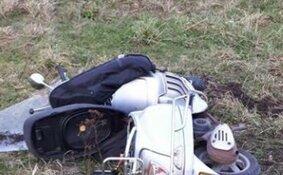 Scooterrijder zwaargewond bij botsing met auto in Zuidschermer