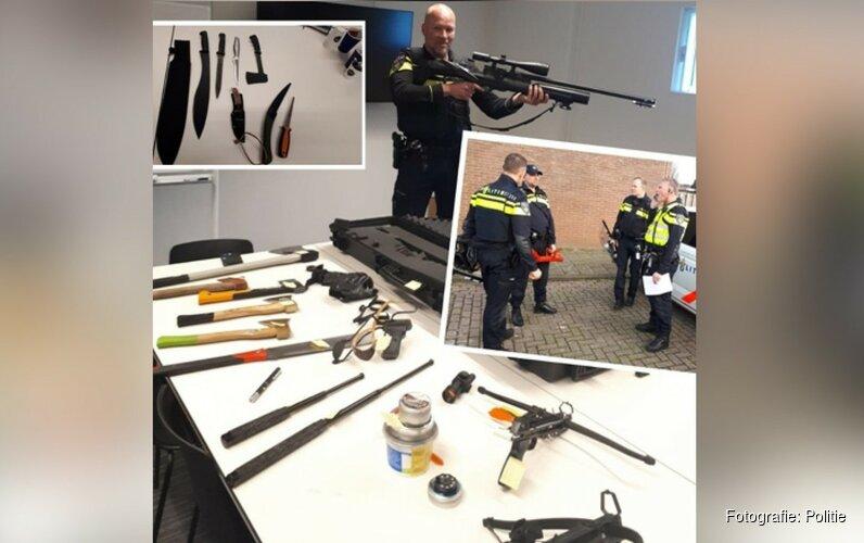 Politie vindt 'wapenarsenaal' in huis Alkmaarse woonwijk Daalmeer