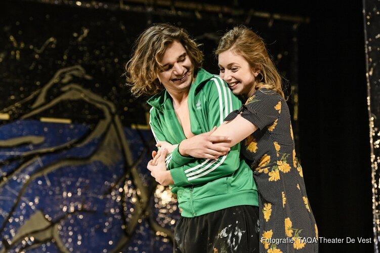 'Turks Fruit' met Debbie Korper, Bart Klever e.a. in TAQA Theater De Vest