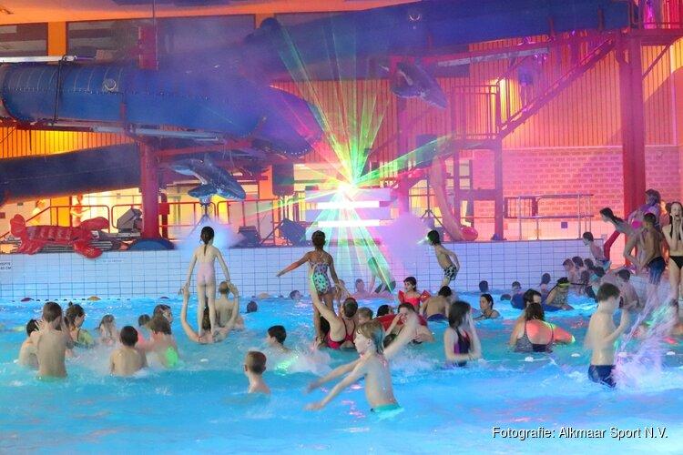 Discozwemmen bij de Hoornse Vaart: Het populairste kinderfeestje in Noord-Holland