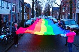 COC NHN en Gemeente Alkmaar presenteren 25 meter lange regenboogbanier
