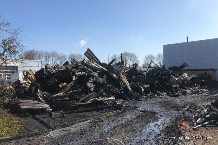 """Niets meer over van bedrijfspand na verwoestende brand in Alkmaar: """"Was onze hart en ziel"""""""
