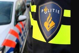 Jongens lopen met luchtdrukwapens over straat in Alkmaar