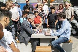 Gemeente Alkmaar is een schaaktafel rijker