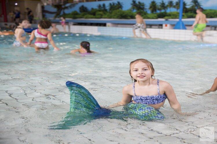 Op Moederdag gratis zeemeermin zwemmen in zwembad Hoornse Vaart