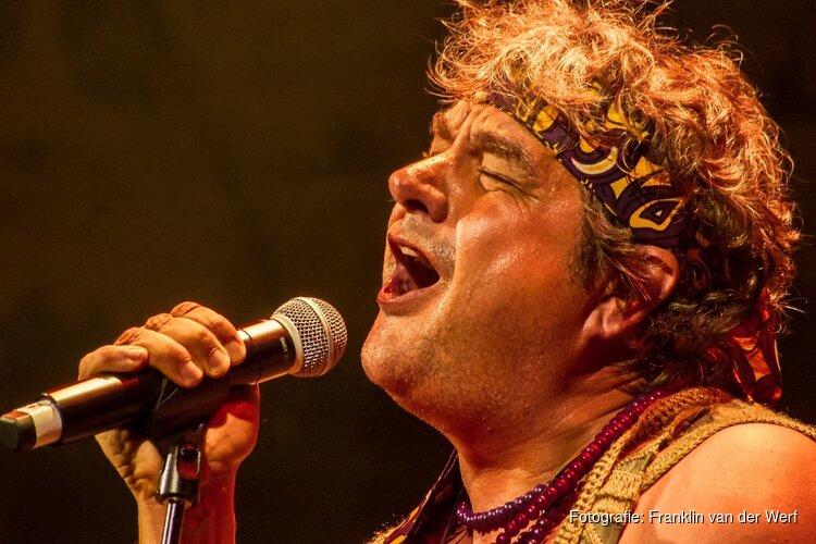 Frank Lammers, Paul de Munnik, Anne Soldaat e.a. in Woodstock-voorstelling  Peace, love and music in TAQA Theater de Vest