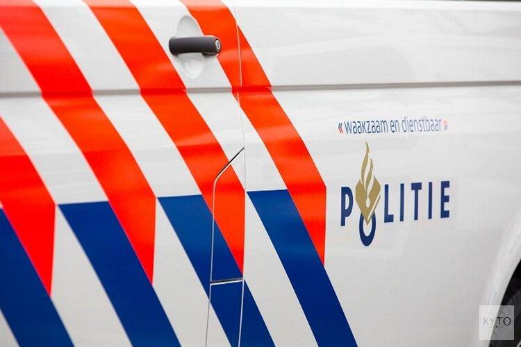 Automobilist laat auto achter na crash in Alkmaar