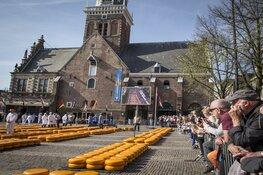 Wereldkampioene bankdrukken opent Alkmaarse kaasmarkt