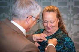 Wereldkampioen bankdrukken Brenda van der Meulen gehuldigd