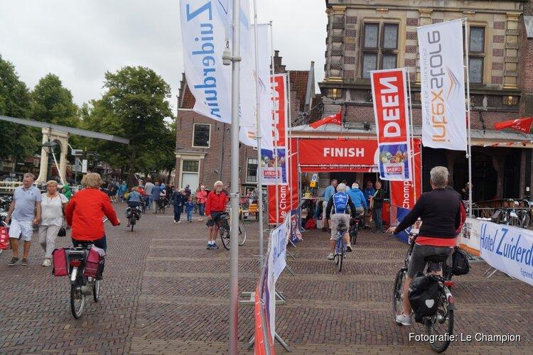 Deelnemers Fiets4Daagse Alkmaar genieten van de parels van Noord-Holland