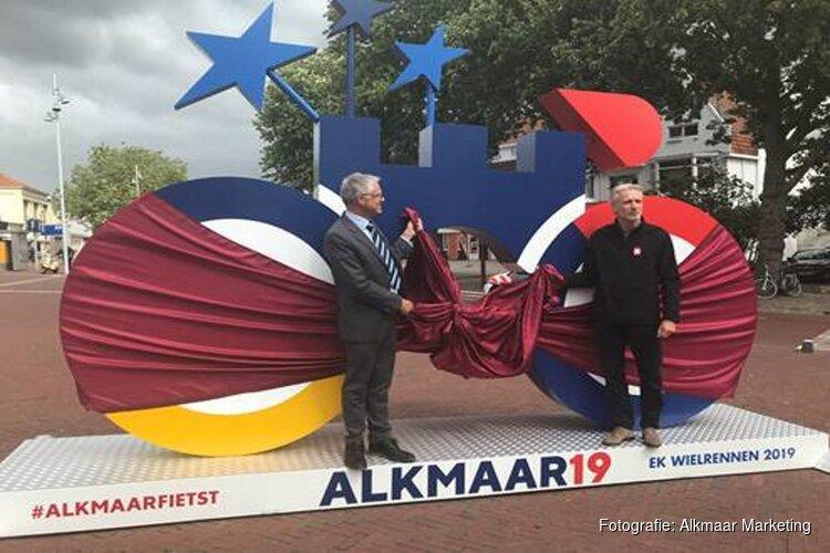 Levensgroot boegbeeld voor Europese Kampioenschappen Wielrennen op Station Alkmaar onthuld