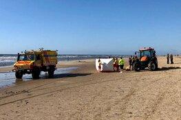 Duitse toerist uit zee gehaald en met spoed naar ziekenhuis gebracht