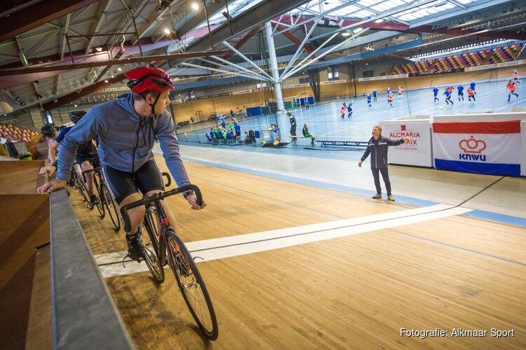 Baanclinics tijdens kick off baanseizoen in Sportpaleis Alkmaar
