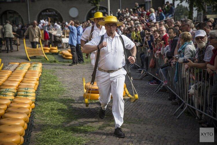Winnaar Nelson Award opent de kaasmarkt in Winkelcentrum De Mare