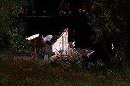 Caravan het kanaal in geblazen tijdens noodweer