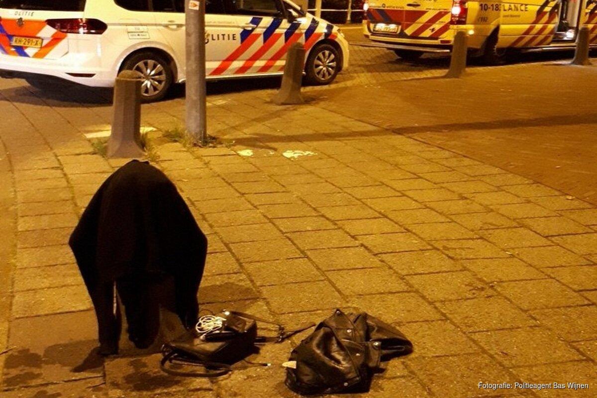 Meisje Valt In Gracht Na Avondje Stappen In Alkmaar Klim Niet Op