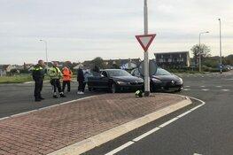 Auto's door voorrangsfout met elkaar in botsing in Egmond-Binnen