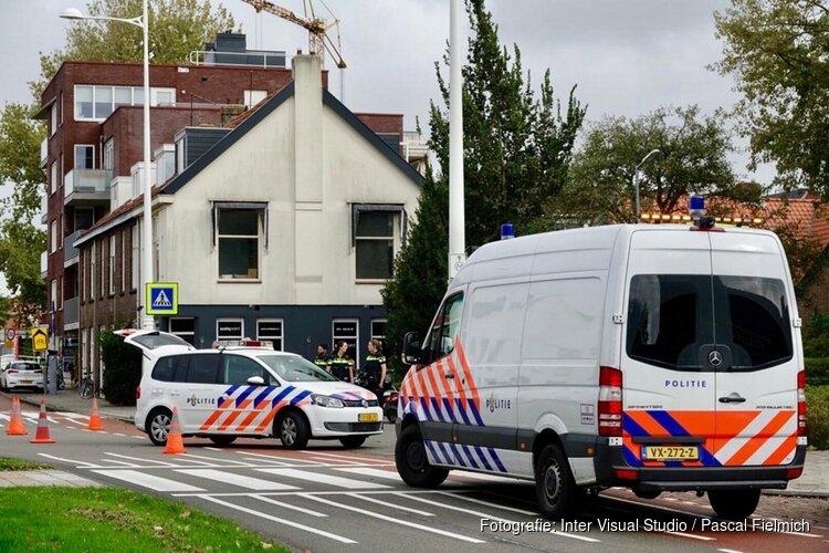 Fietser met spoed naar ziekenhuis na aanrijding met motor in Alkmaar
