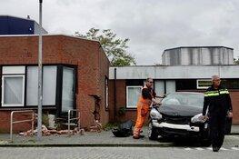 Auto tegen gebouw in Oudorp