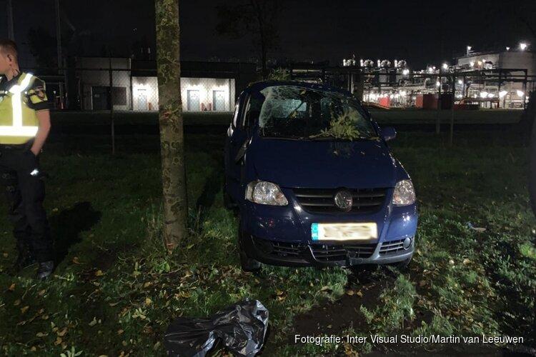 Bijrijder gewond bij botsing tegen boom in Alkmaar