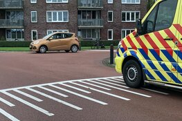 Fietsster naar ziekenhuis na botsing in Koedijk