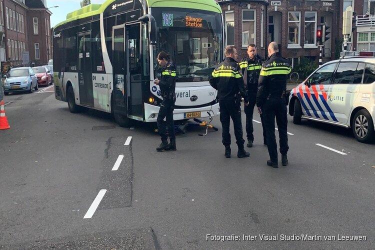 Fietser gewond bij aanrijding met bus op kruispunt Alkmaar