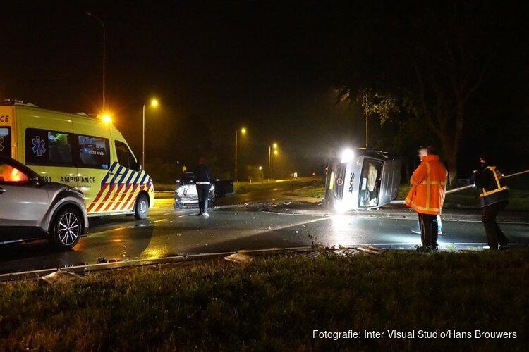 Twee gewonden bij frontale botsing huurbus en personenauto in Egmond-Binnen