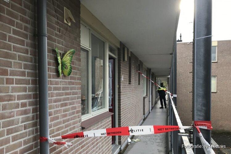 """Dit is waarom de politie de Alkmaarse vrouw neerschoot: """"Ze kwam met hamer en mes op de agent af"""""""