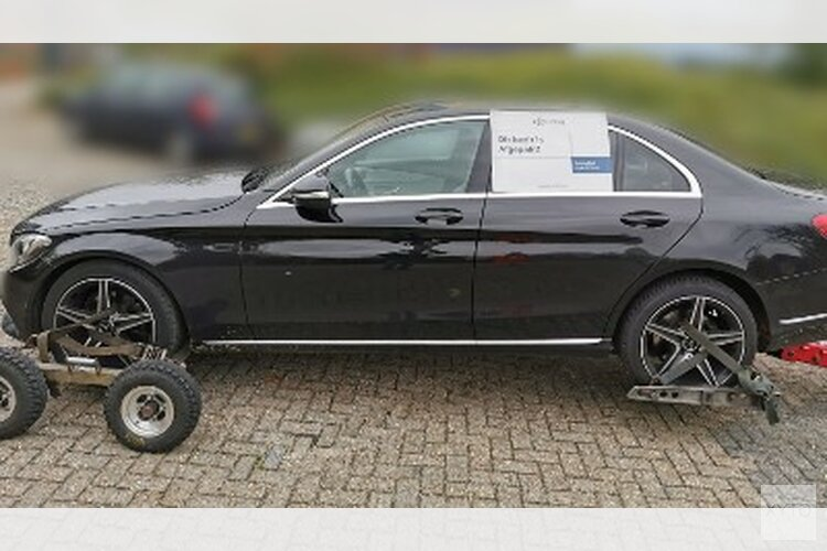 Politie neemt in Alkmaar kostbare auto in beslag