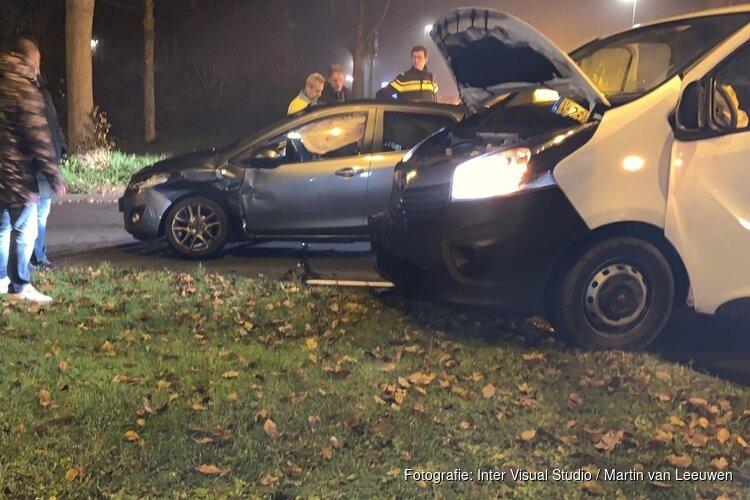 Ongeluk tussen busje en personenauto