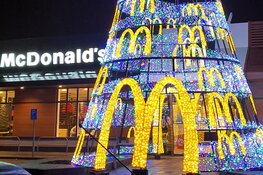 Grootste Kerstboom van Alkmaar staat bij McDonald's