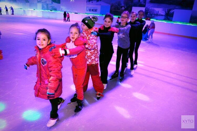 Gezelligheid op de ijsbaan met disco's en buffelavonden tijdens de feestdagen