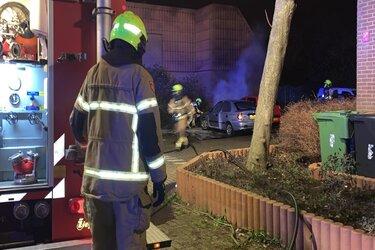 Twee auto's beschadigd na brand