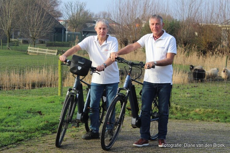 Van Alkmaar naar Barcelona fietsen om jongeren te laten sporten